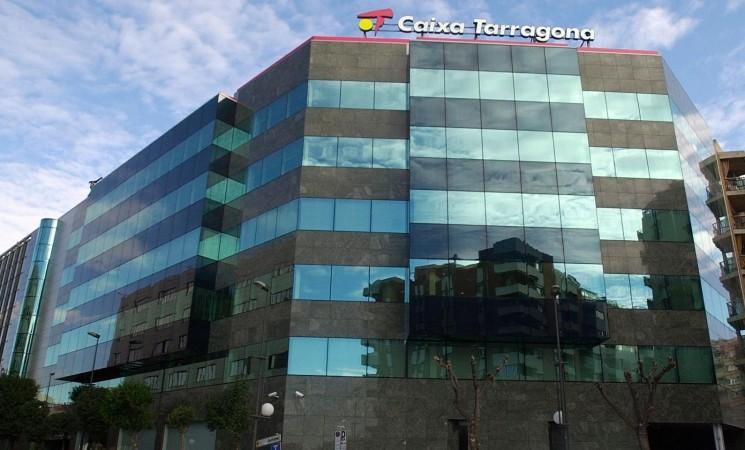Caixa Tarragona, acusada de fer pagaments milionaris en efectiu