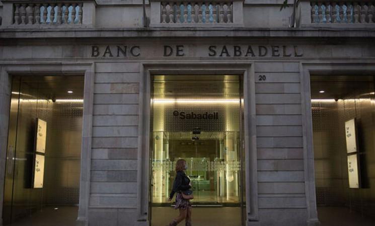 Més de 5.000 empleats en risc per la fusió BBVA-Sabadell